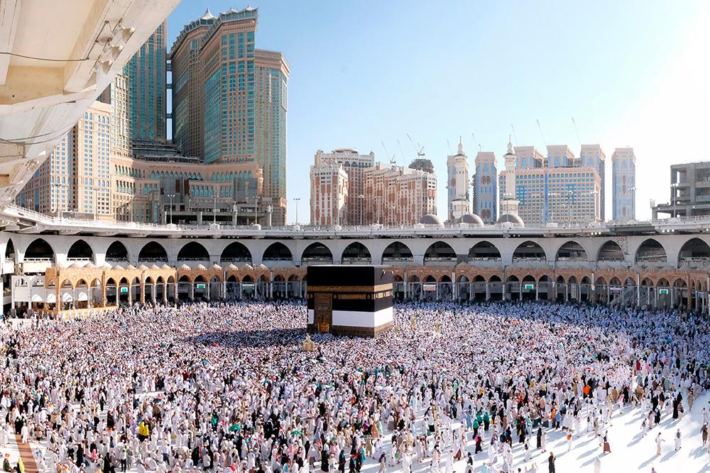 Главная святыня мусульман Кааба служит ориентиром, к которому обращают свое лицо мусульмане во время молитвы, где бы они ни находились. Фото: Shutterstock