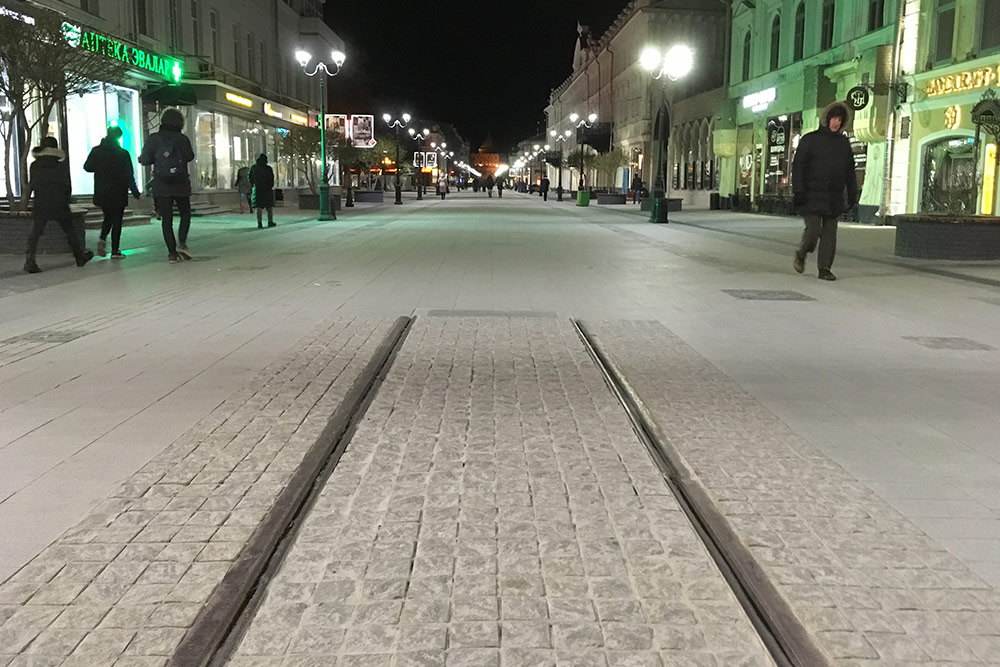 Памятник нижегородскому трамваю. Российский трамвай появился именно в Нижнем. Первую линию открыли в честь Всероссийской художественно-промышленной выставки 1896 года