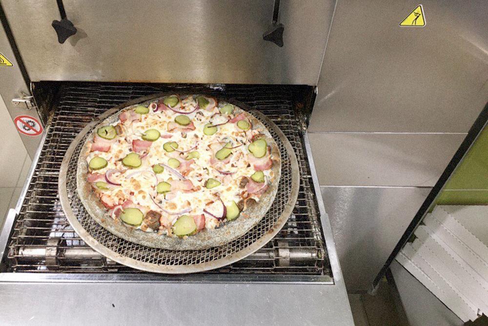 Пицца на черном тесте — неудавшийся эксперимент. Она в меню не попала