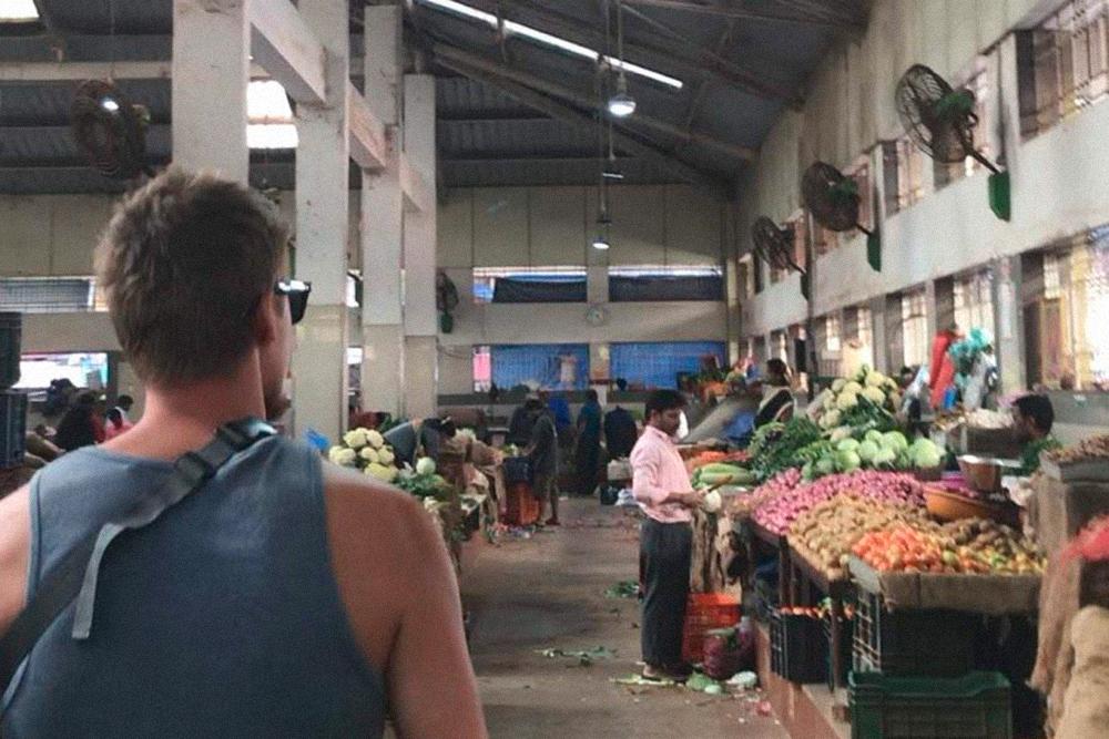 Рыночные павильоны в Мапусе выглядят не очень презентабельно, зато овощи и фрукты здесь обычно свежее и дешевле