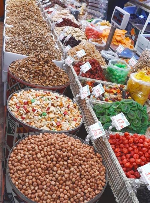 Орехи и сухофрукты на рынке