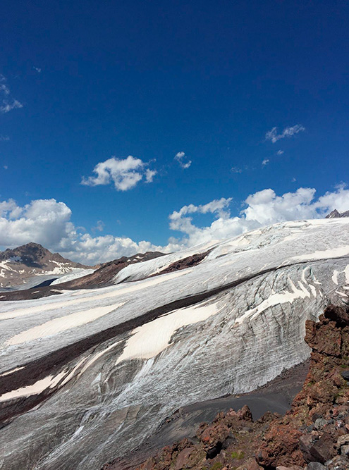 Ледники Эльбруса летом