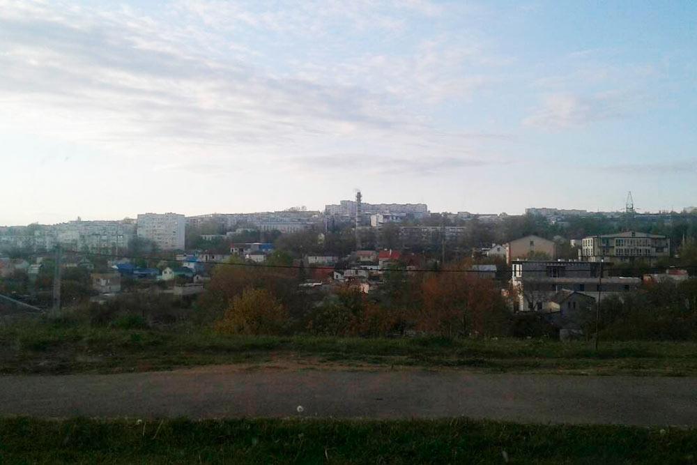 Частный сектор встречается даже в центре Севастополя. Цены на дома стартуют от1,5млнрублей