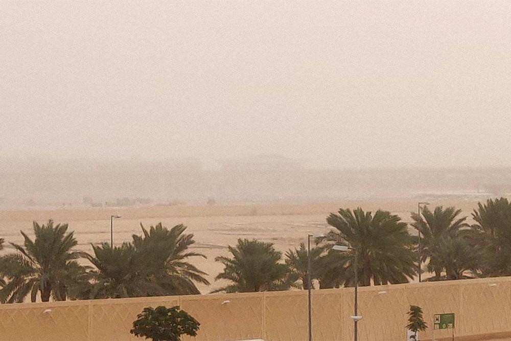 Во время сильных песчаных бурь видимость может снижаться до нескольких метров