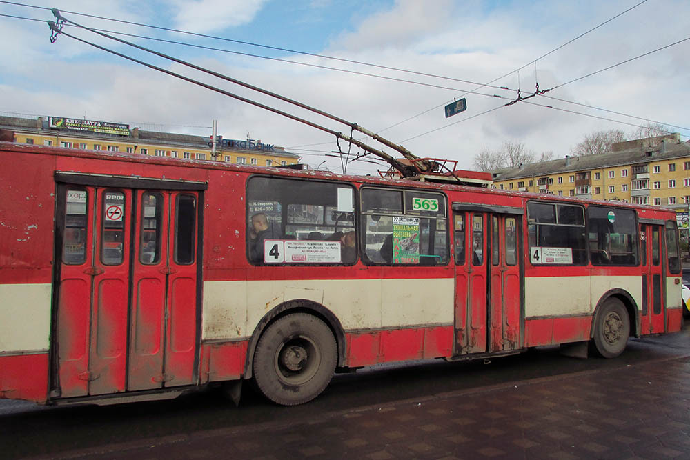 Троллейбусы в Кирове старые, и автобусы такие же