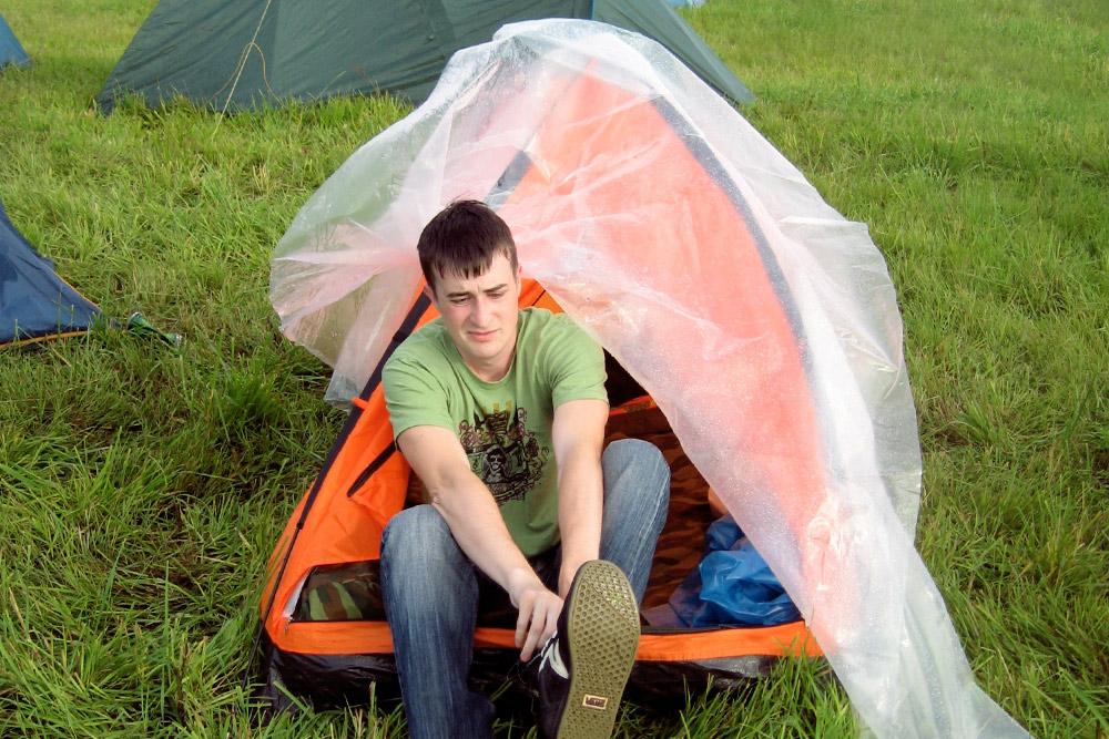 Самая дешевая палатка проверку дождем не прошла. К следующей поездке Катя с мужем купили водонепроницаемую