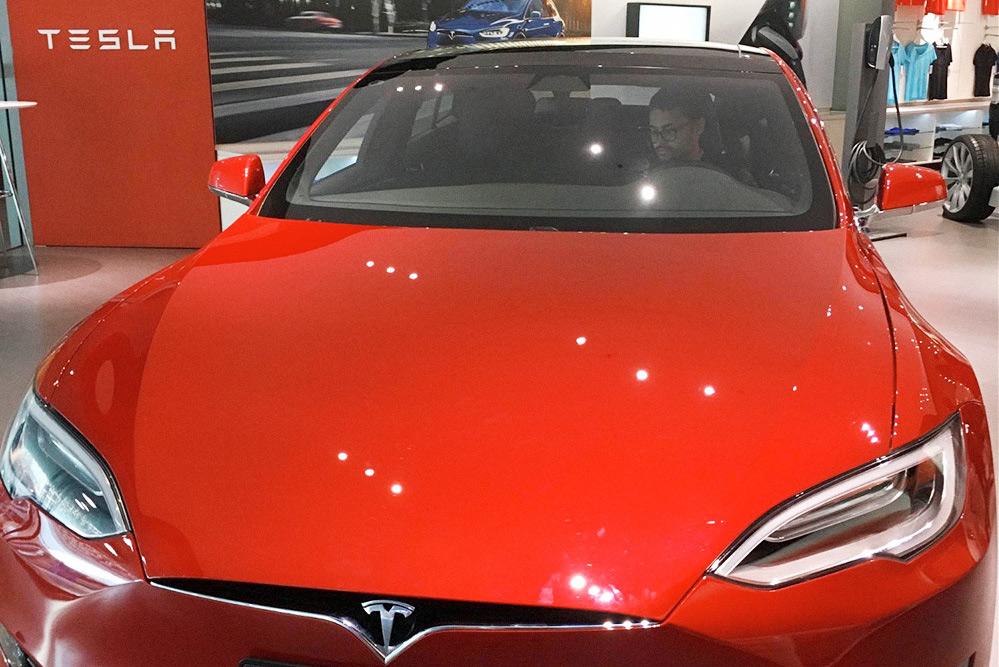 Новенькая Тесла из США до конца 2018 года обходилась китайцам на 25% дороже из-за особенностей налогового регулирования