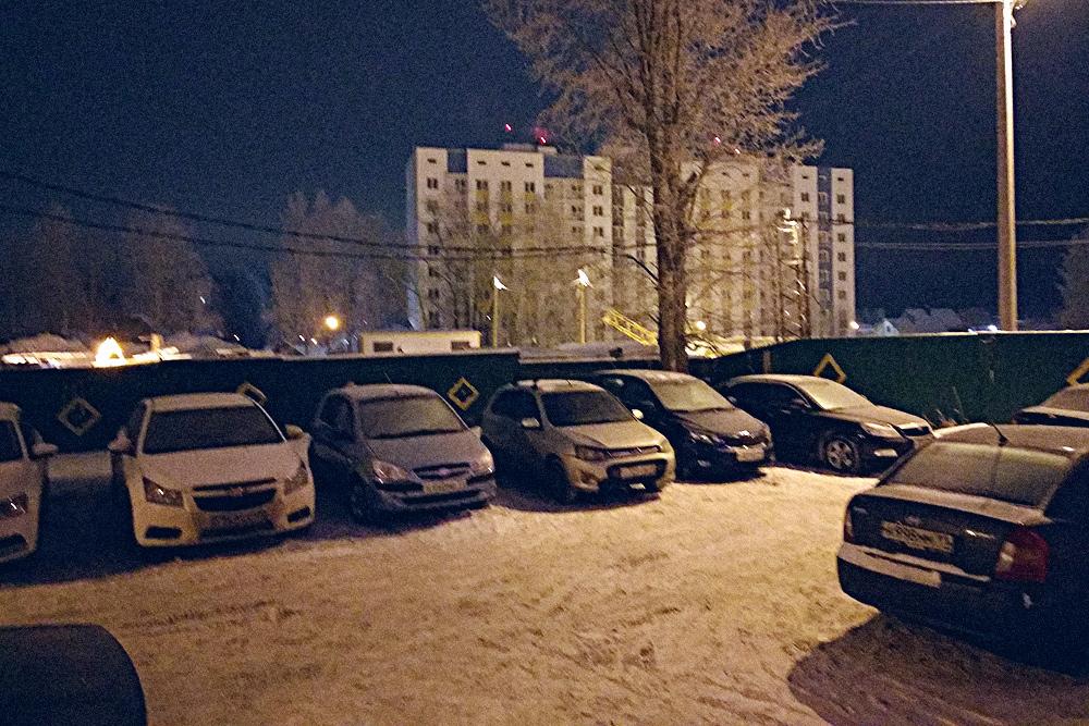 Фото моего двора. В этом комплексе планировали построить наземную парковку, но пока строят только жилые дома