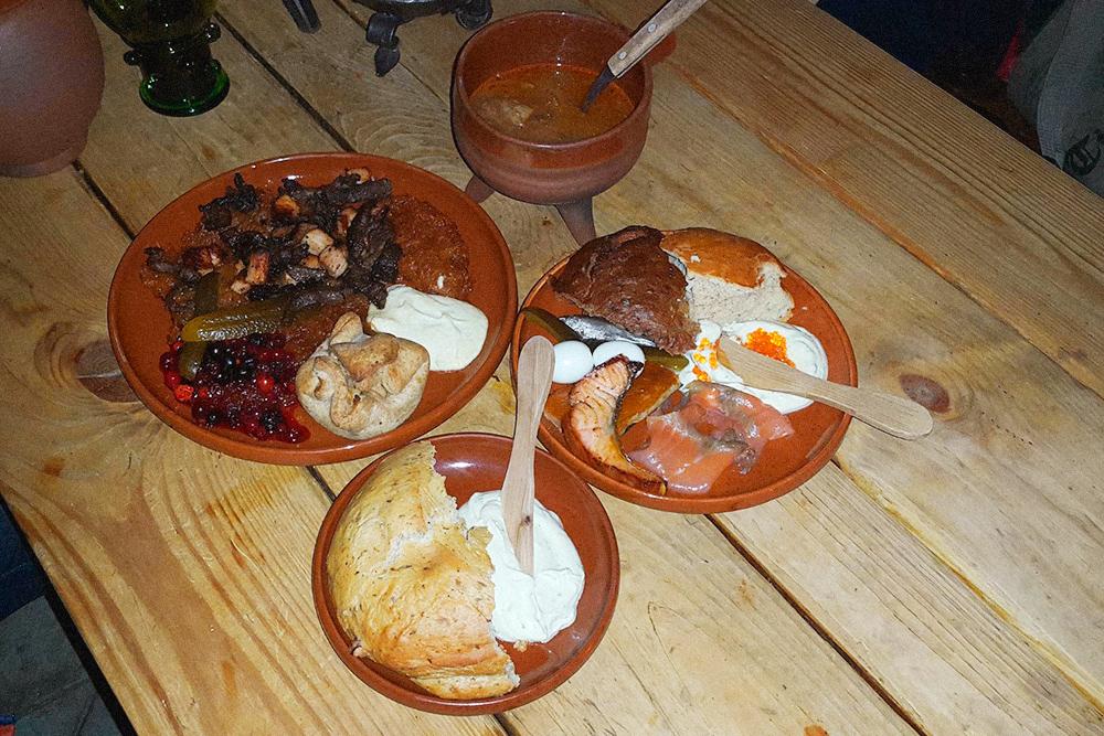 Суп, жаркое с ягодным соусом и рыба за 31€ в ресторане OIde Hansa