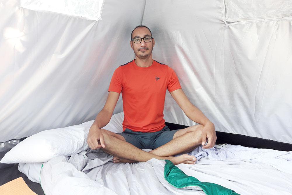 Так арендованная палатка выглядела внутри