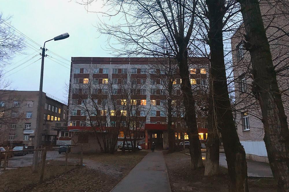 А это уже Череповецкая городская больница — здание из советских времен