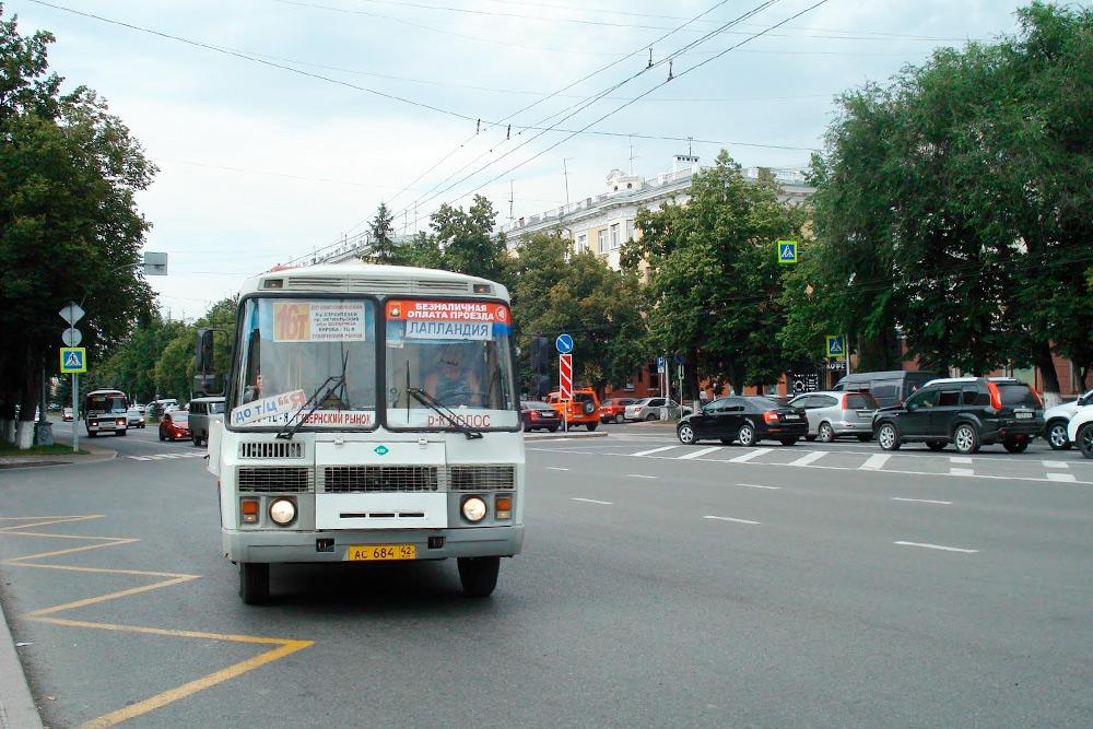 Во многих городах России роль маршрутных такси выполняют микроавтобусы, а в Кемерове пассажиров перевозят пазики. Они куда вместительнее