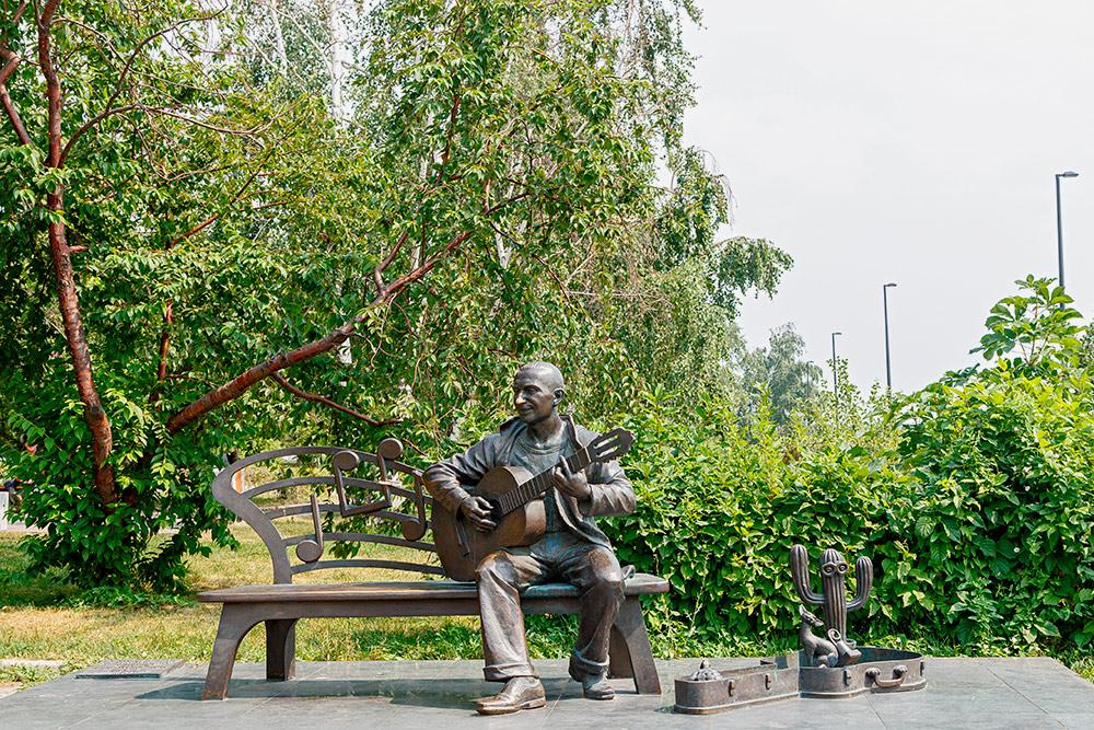 Памятник красноярскому музыканту Славе Глюку. Автор: Maykova Galina / Shutterstock