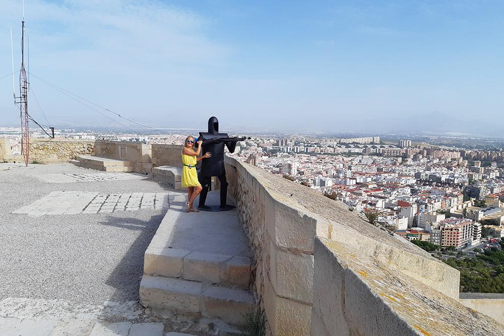 В крепости Санта-Барбара я встретила рыцаря. Он оказался неразговорчивым