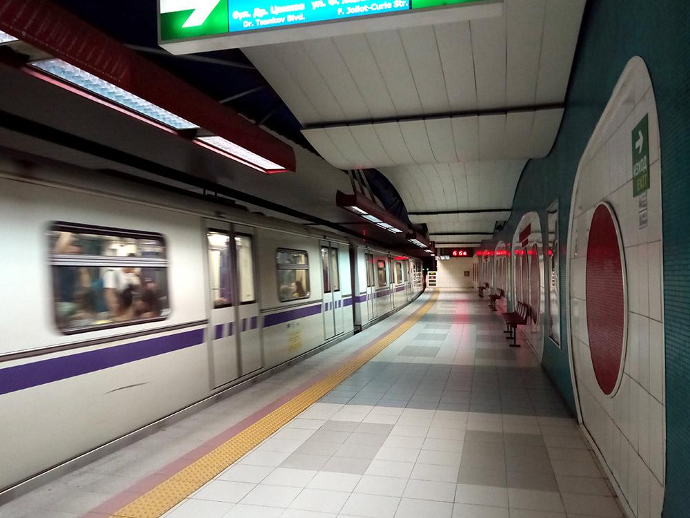 В метро чисто и очень пусто