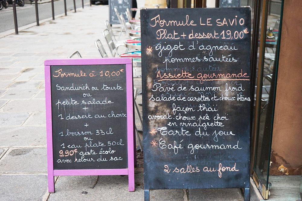 Ресторан Le Savio предлагает формюль всего за 10€ (710рублей), в него входит сэндвич или маленький салат, десерт на выбор и холодный напиток