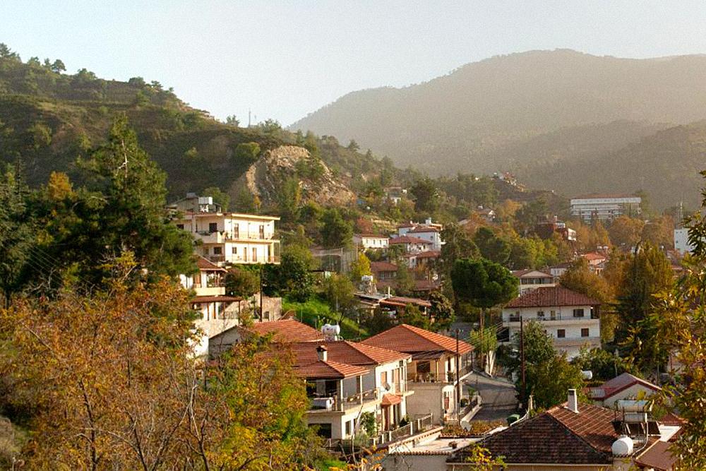Деревня Какопетрия расположена в живописных горах. Туристам там рады