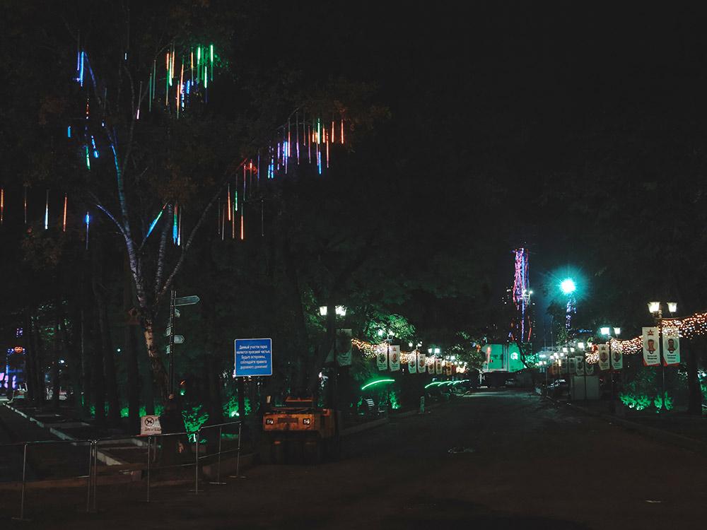 Освещение на центральной набережной. Фотография Александра Колбина