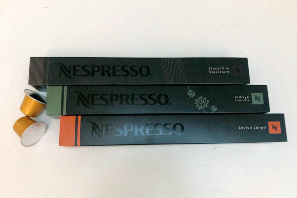 Неспрессо делает огромное количество разных капсул для своих кофемашин. Почти все из них — смеси сортов из разных стран. Само по себе это не плохо, но чаще всего кофейная смесь — это попытка удешевить кофе, добавив в него менее качественное зерно