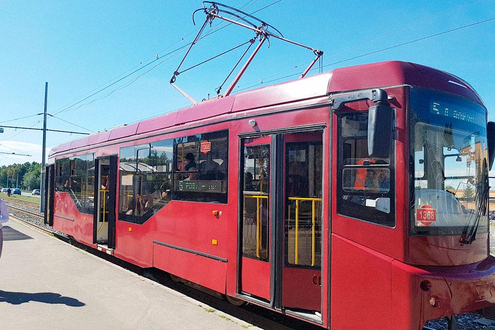 Самый популярный трамвайный маршрут — № 5. Он идет почти через весь город и заменяет вторую ветку метро, пока ее не построили