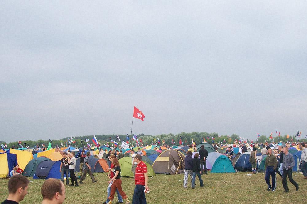Перед уходом из лагеря нужно запомнить, где стоит палатка: ночью безориентира найти ее будет сложно