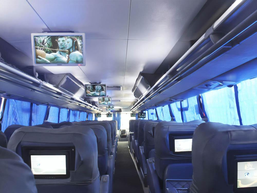 Каждый пассажир может выбрать игру или фильм на свое усмотрение. Стюард предлагает наушники, если нет своих. Фильмы показывают на испанском с английскими субтитрами. Фото: «Круз-дель-Сюр»