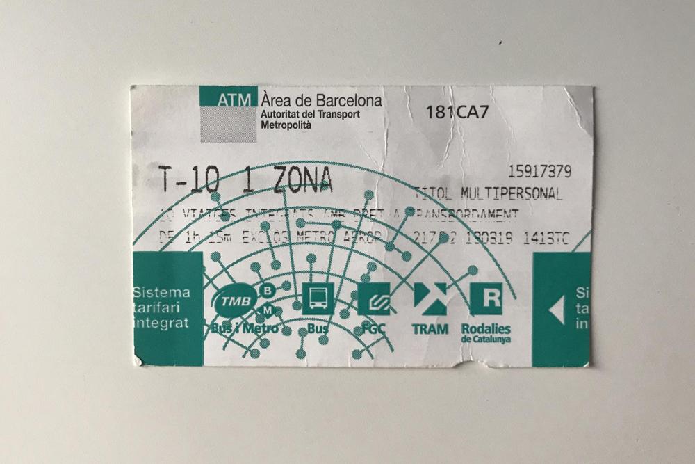 Чтобы сэкономить на проезде в Барселоне, советуем купить проездной Т10. Он стоит 10€ (732<span class=ruble>Р</span>) и дает право на 10 поездок на любых видах транспорта. Разовый проезд обойдется в 2€ (146<span class=ruble>Р</span>)