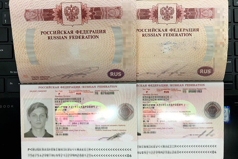 Два моих загранпаспорта: летаю по обоим, в зависимости от визы и страны