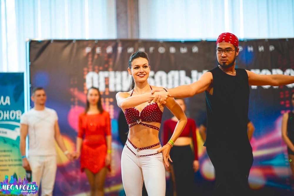 Хастл — это красивый и зрелищный танец. Фото с танцевального турнира «Огни большого города», ноябрь 2019года