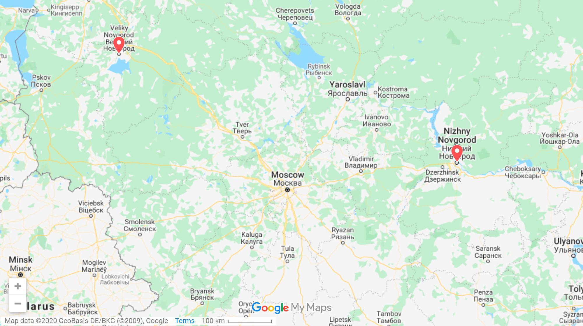 Великий Новгород находится между Санкт-Петербургом и Москвой. До Петербурга по трассе около 200км, до Москвы — 600