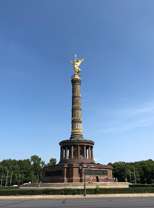 Колонна Победы в парке Тиргартен. Наверху находится смотровая площадка. Вход стоит 3€