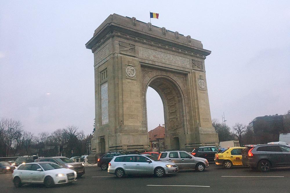 Триумфальную арку построили в честь защитников независимости Румынии