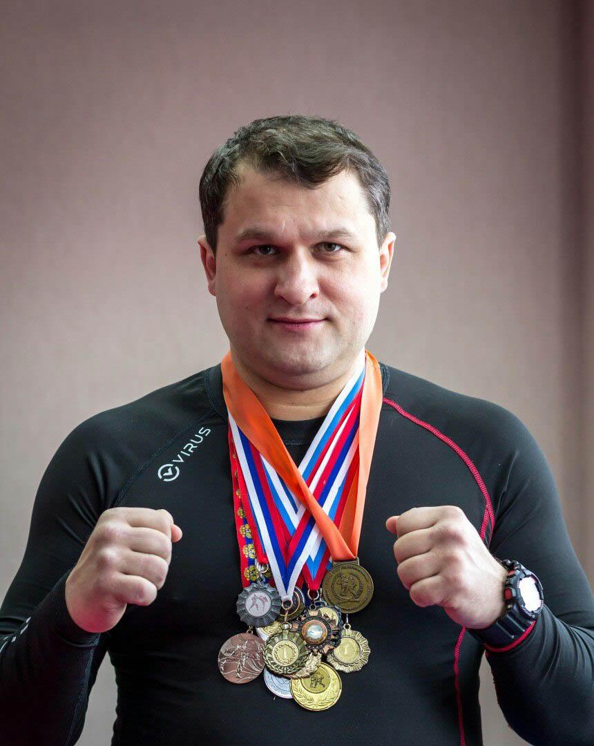 Противостоять ворам поможет инструктор по личной безопасности Андрей Иванович Федонькин. Он тренировал СОБР, УФСИН и железнодорожную полицию