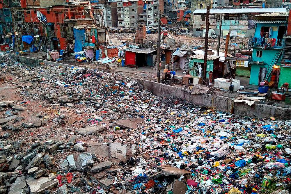 Трущобы и горы мусора — визитная карточка Мумбаи