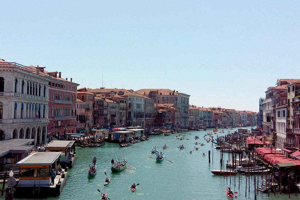 Гранд-канал в Венеции. После осмотра достопримечательностей рекомендуем отключить навигаторы и погулять в стороне от туристических дорожек