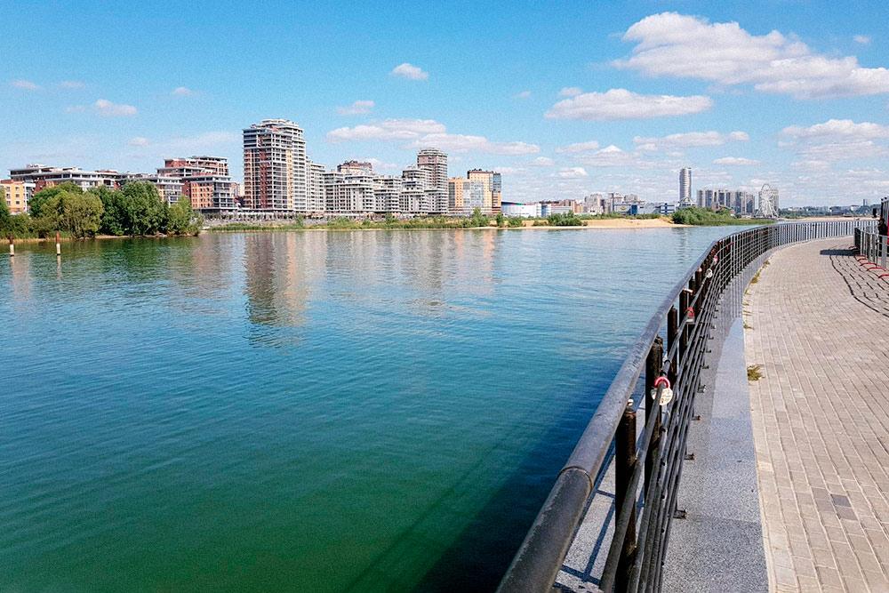 Река Казанка — левый приток Волги. Она делит город на две части