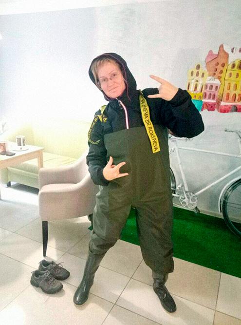 Я могу пойти в лес в костюме и «вездеходах», купила их в интернет-магазине за 2700 рублей. Ношу, если местность болотистая