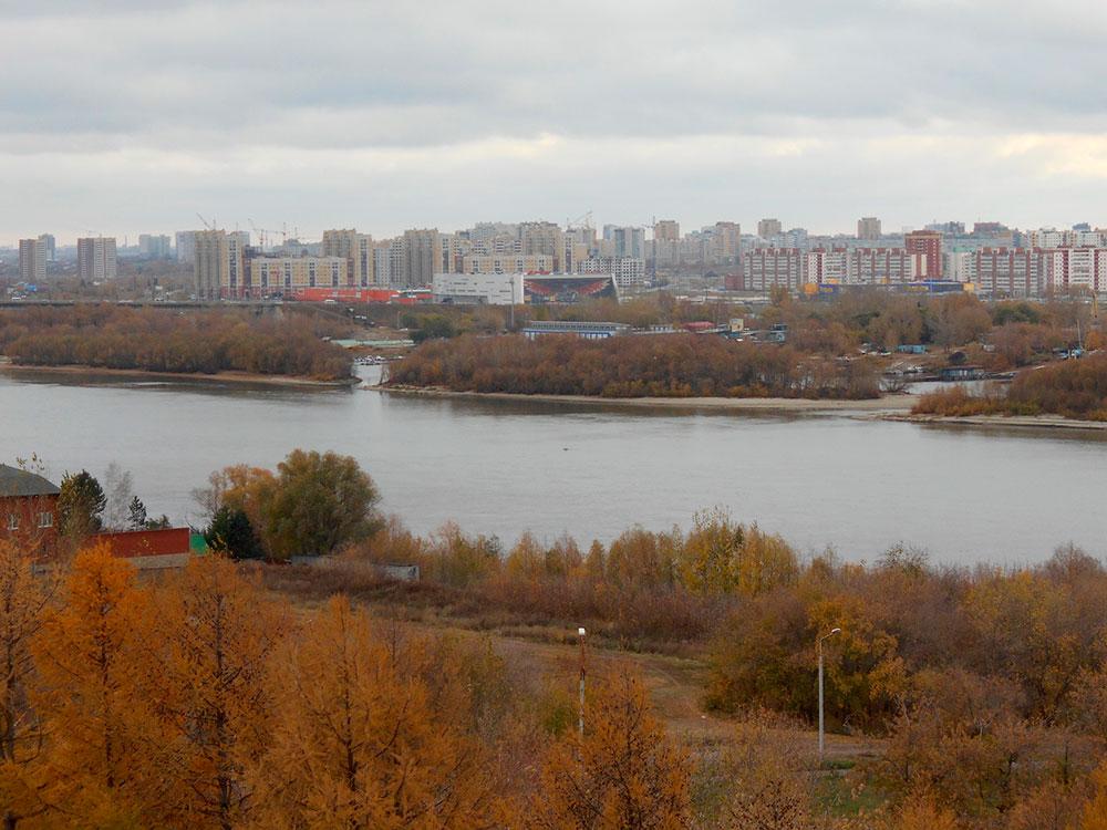Вид на левобережье Омска с колеса обозрения в Советском парке