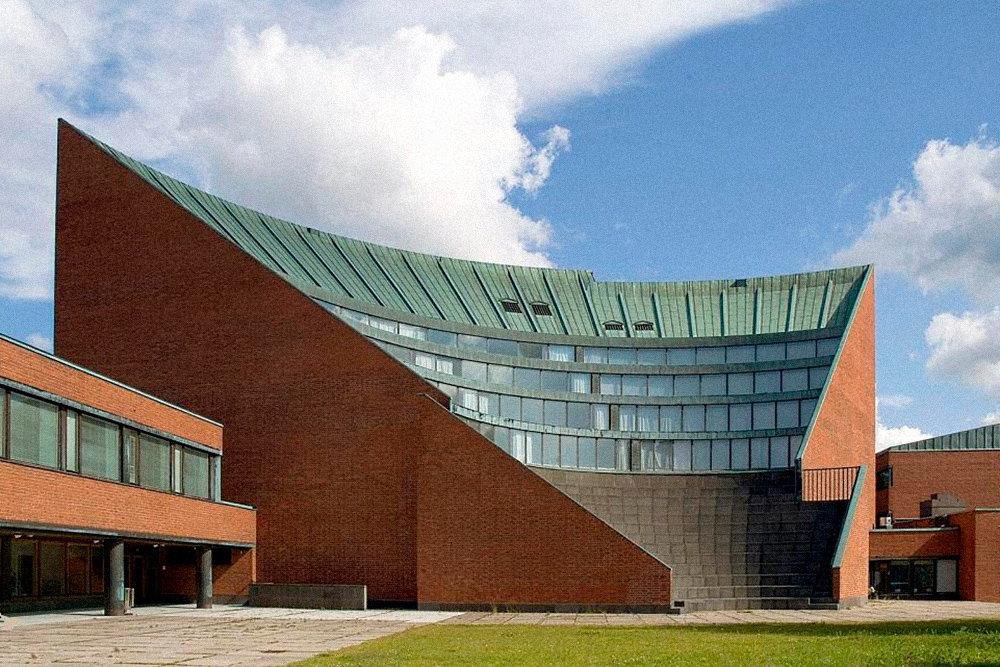 Helsinki University of Technology, по-фински «Хельсиньгин-улиописто» (Helsingin Yliopisto), — самый большой и престижный вуз Финляндии