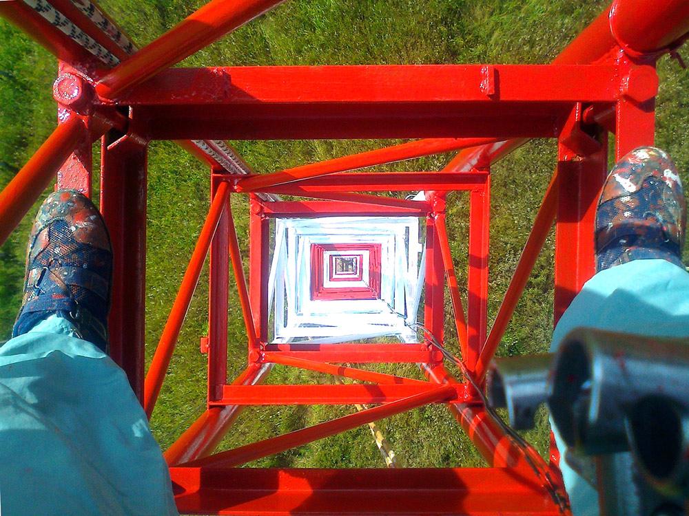 Красим башню связи где-то в поле