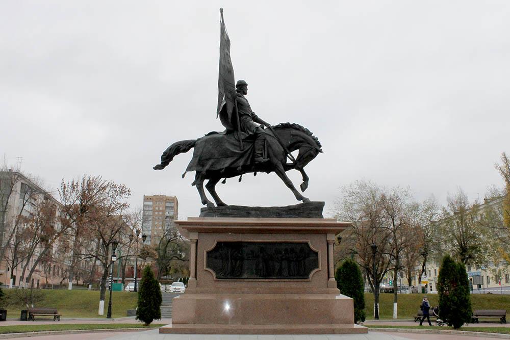 Памятник князю Григорию Засекину на самарской набережной