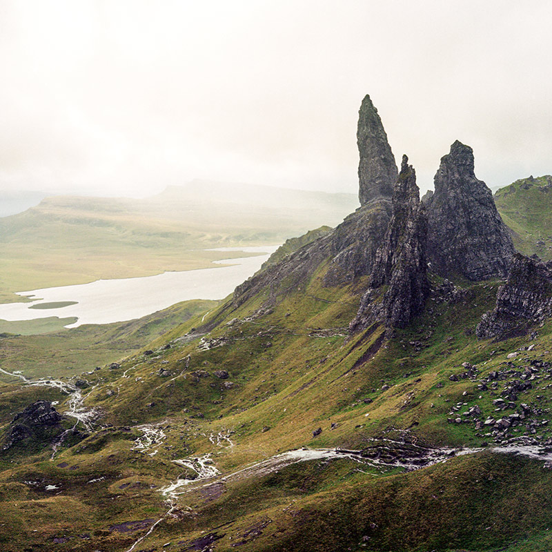 Вершина холма Old Man of Storr на острове Скай