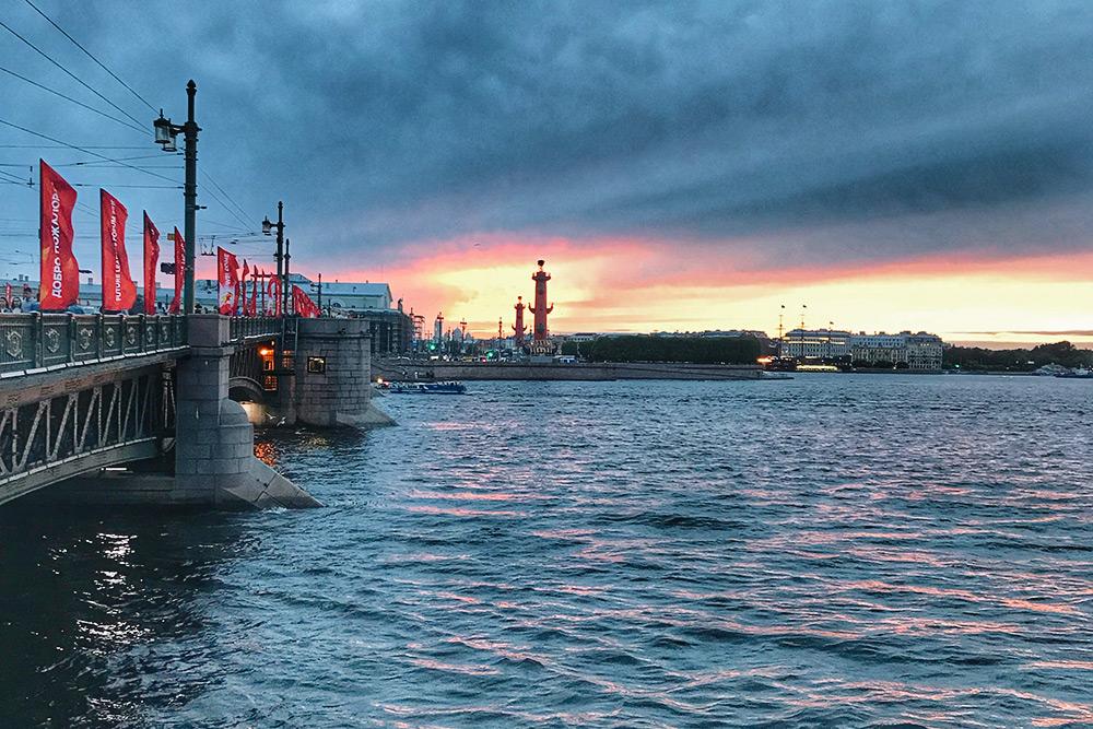 Санкт-Петербург называют городом белых ночей. Но жители соседней Республики Карелия считают, что они здесь ненастоящие и что карельские белые ночи белее питерских