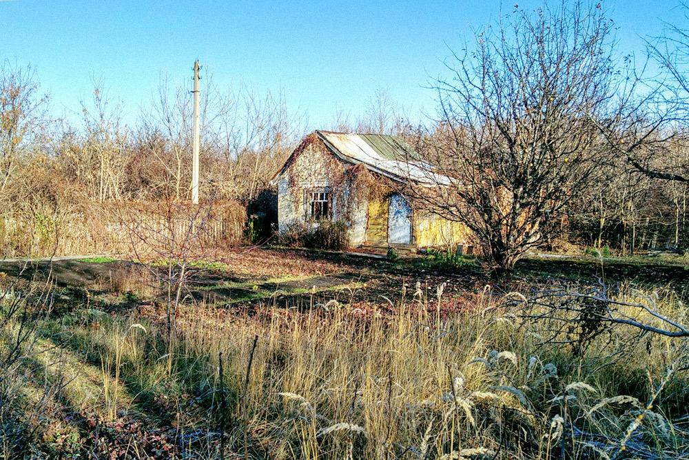 Дача моей бабушки. Дом мы оформлять в собственность не стали, потому что планируем его снести