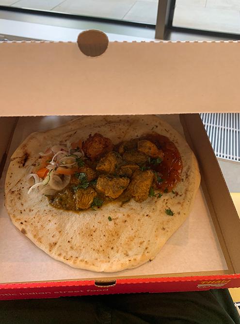Индийская лепешка с курицей в университетской столовой за 6£ (400<span class=ruble>Р</span>)