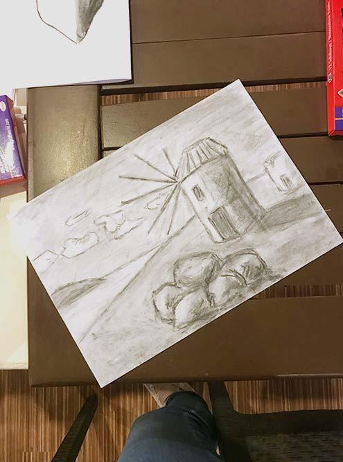 А вот мое творчество. Это был чуть ли не первый мой опыт рисования углем после школы: оно и видно, но главное — полученное в процессе удовольствие