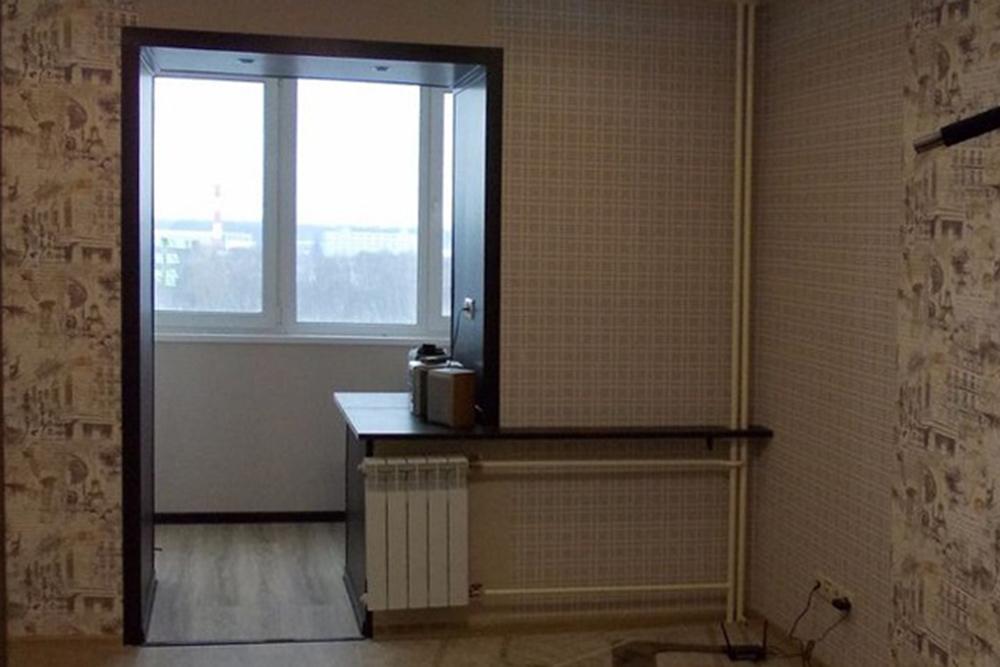 Так выглядела детская, когда мы покупали квартиру на вторичном рынке. Обои нам не нравились, а без{amp}amp;nbsp;балконного блока в ней было холодно