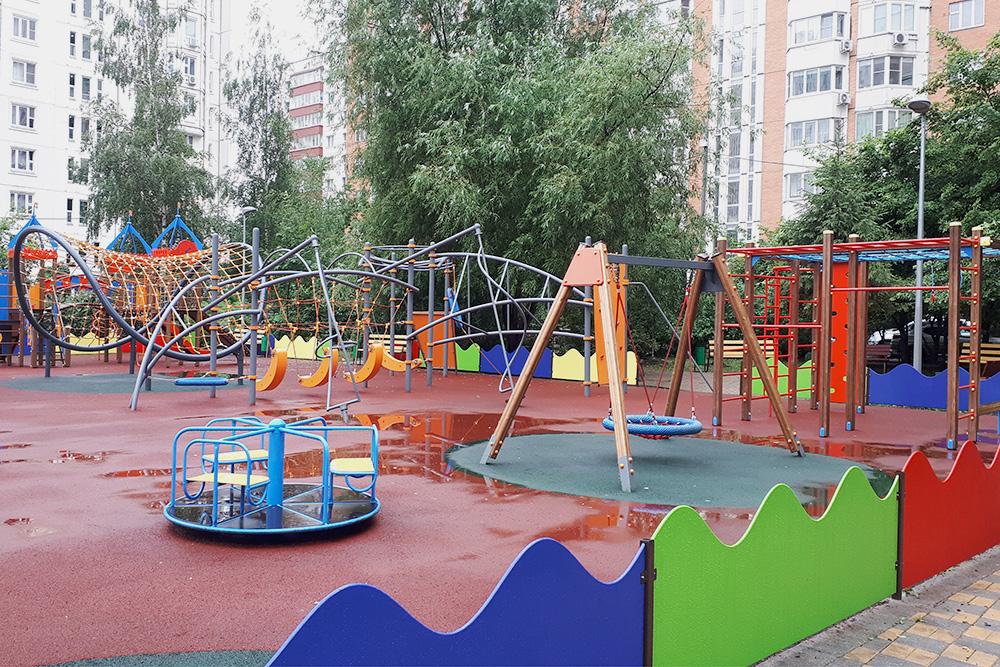 Одна из детских площадок во дворах района Ховрино, на которых Вика любит играть