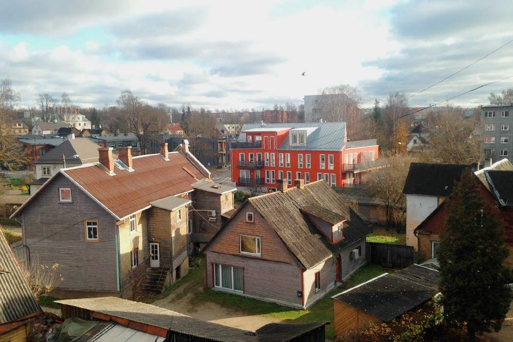 Даже старенькие частные дома в Тарту реновируются и поддерживаются в хорошем состоянии. Новые обычно строят с большими окнами в минималистичном скандинавском стиле