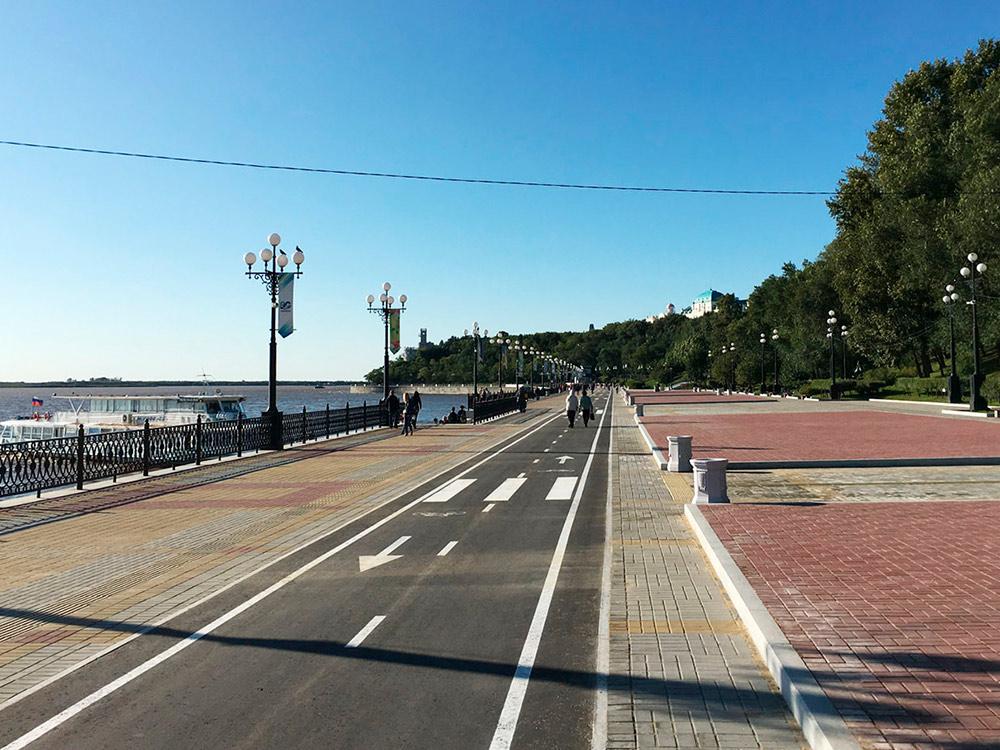 11 сентября набережную открыли целиком после реконструкции. Теперь все 5 км можно проехать на велосипеде или лонгборде по нормальным дорожкам — это здорово